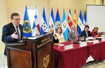 Fundaci n etea para el desarrollo y la cooperaci n for Oposiciones ministerio de exteriores